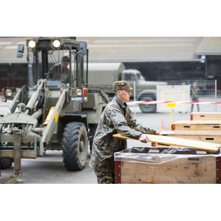 Postkarte: Nachschubsoldaten beim Materialumschlag