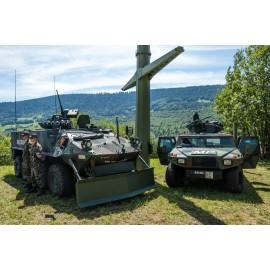 Militärpolizei mit Radschützenpanzer Piranha und Aufklärungsfahrzeug Eagle