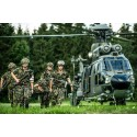 Verletztentransport aus Transporthelikopter Cougar