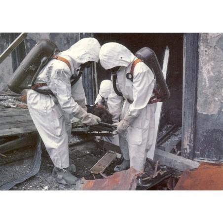 Postkarte: Rettungssoldaten mit Hitzeschutzanzug und Pressluftatmer (1)