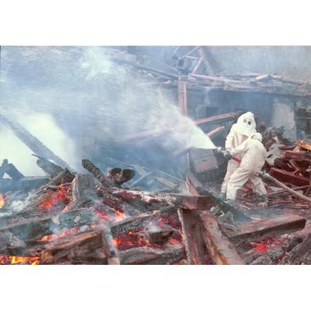 Postkarte: Brandbekämpfung mit Wasserwerfer