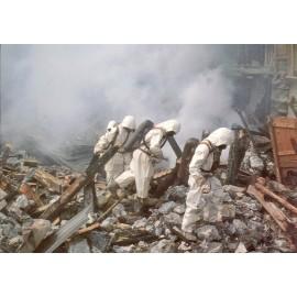 Postkarte: Rettungssoldaten mit Hitzeanzug und Pressluftatmer (2)