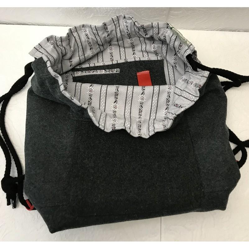 Rucksacktasche aus alter Militärkleidung