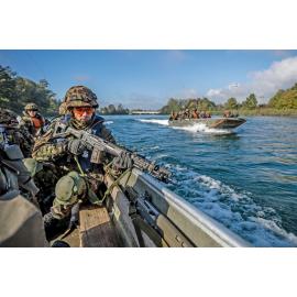 Infanteristen in Übersetzboot