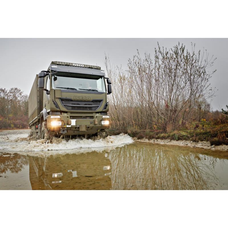Lastwagen 6x6 IVECO, geländegängig mit Brücke und Seilwinde